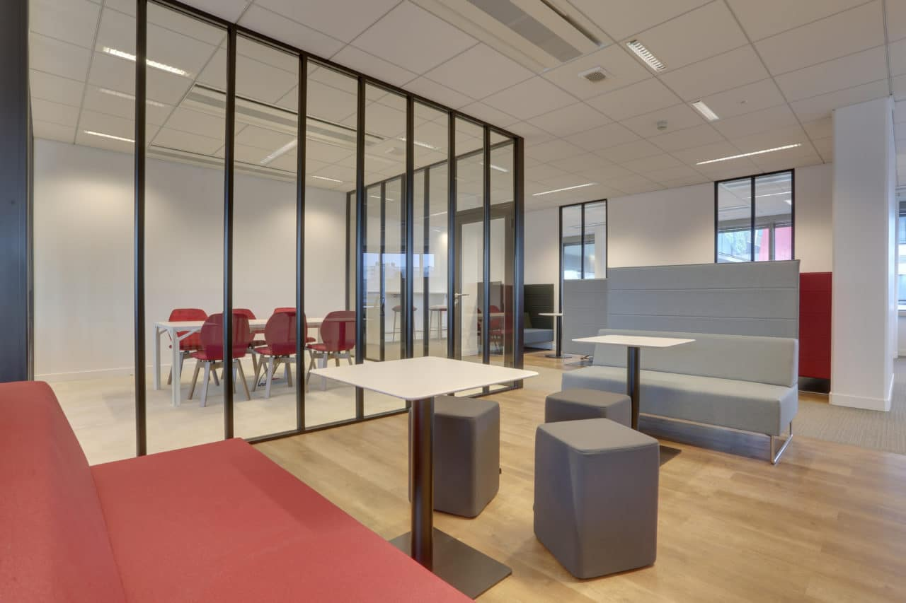 salle-réunion-aménagement-architecture-entreprise-bureaux-immobilier-cléram-modulable