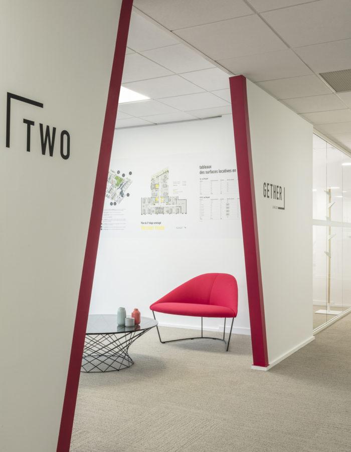 Design de l'espace d'accueil et du mobilier pour AEW