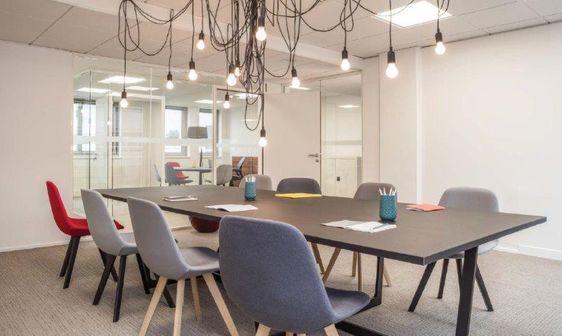 salle-reunion-entreprise-bureau-amenagement-architecte-cleram-mobilier